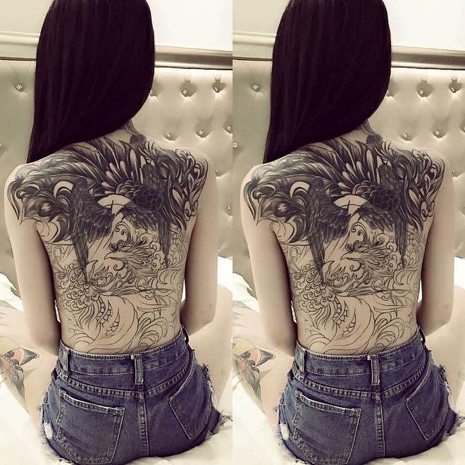 ảnh gái xăm kín lưng