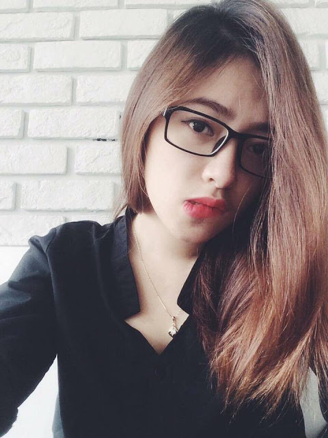 ảnh gái xinh tóc dài đeo kính
