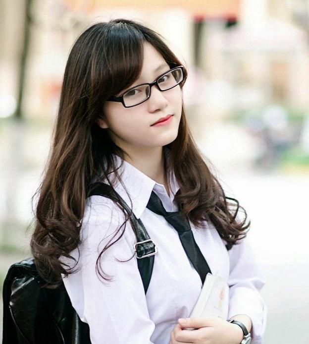 ảnh gái xinh tóc ngắn đeo kính 2k3