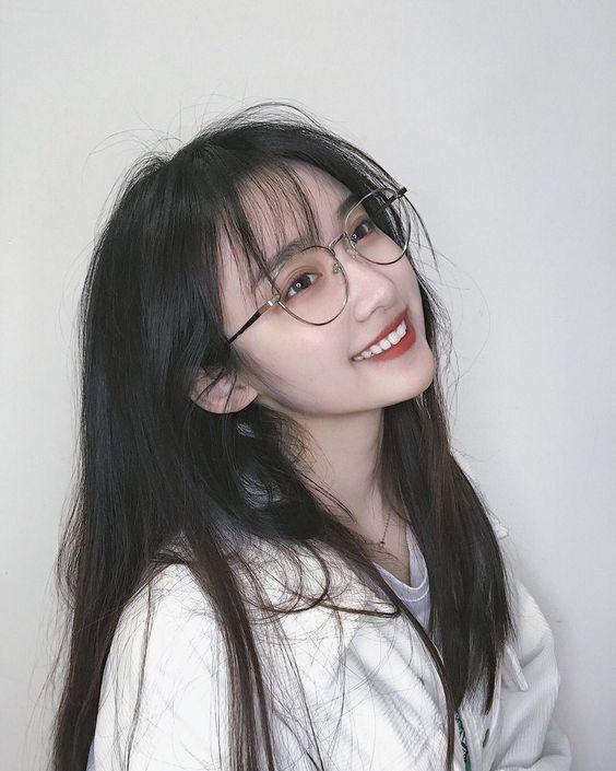 ảnh gái xinh tóc ngắn đeo kính 2k