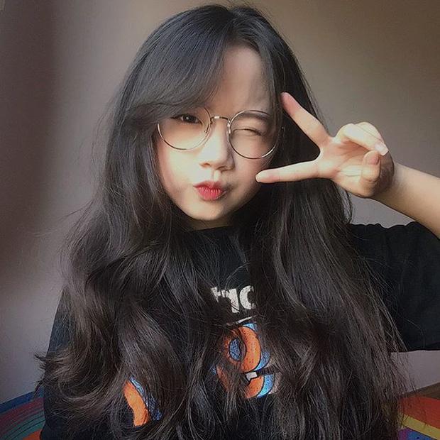 con gái đeo kính để tóc gì