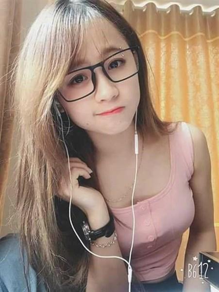 hình gái xinh đeo mắt kính