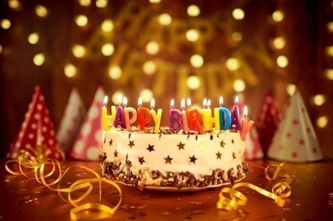 bánh sinh nhật đẹp và rượu