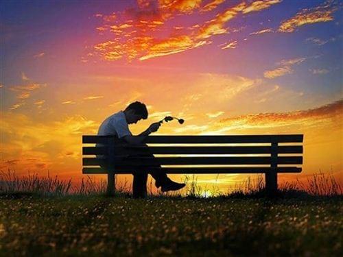 hình ảnh buồn về tình yêu bị phản bội