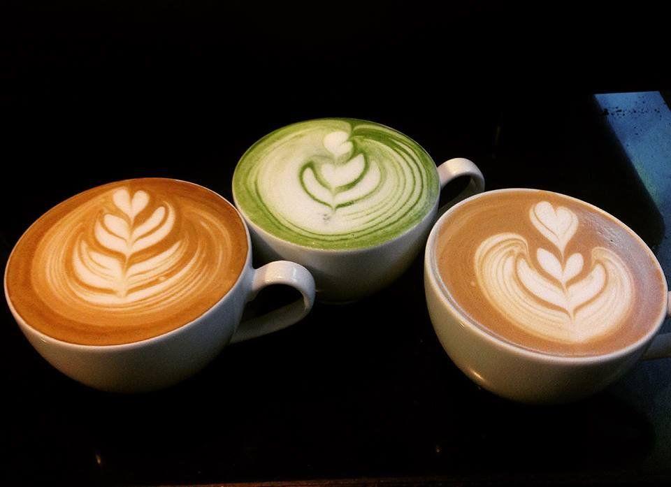 hình ảnh trái tim trong ly cà phê