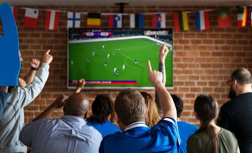 Xem bóng đá tại quán cà phê mang đến không khí cuồng nhiệt